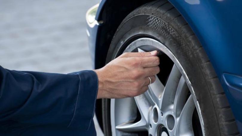 Come verificare il livello di usura del battistrada degli pneumatici
